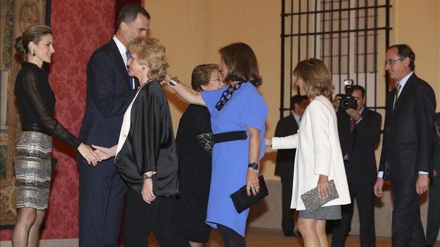 Quinientos invitados asisten a la recepción ofrecida por Bachelet a los Reyes