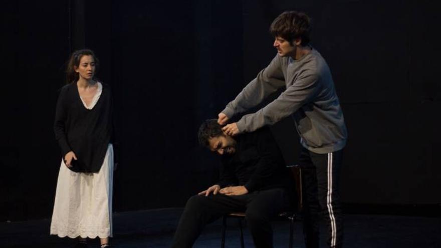 Imagen de la puesta en escena de '5 Lobitos', de la compañía Oxaca Club