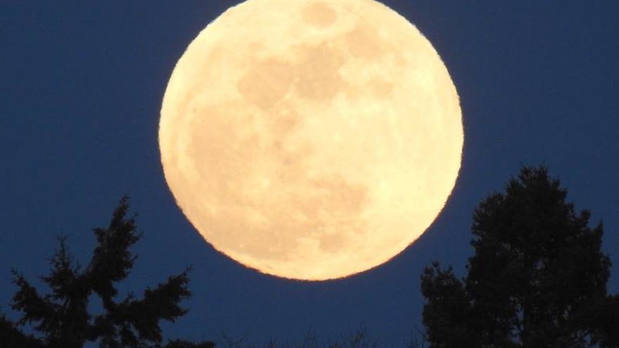 La Luna llena de hoy será completamente iluminada por el Sol