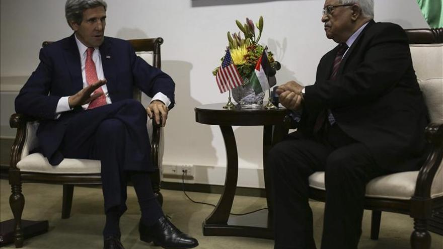 Kerry se reunirá con Abás en Jordania y cancela su viaje a Emiratos Árabes