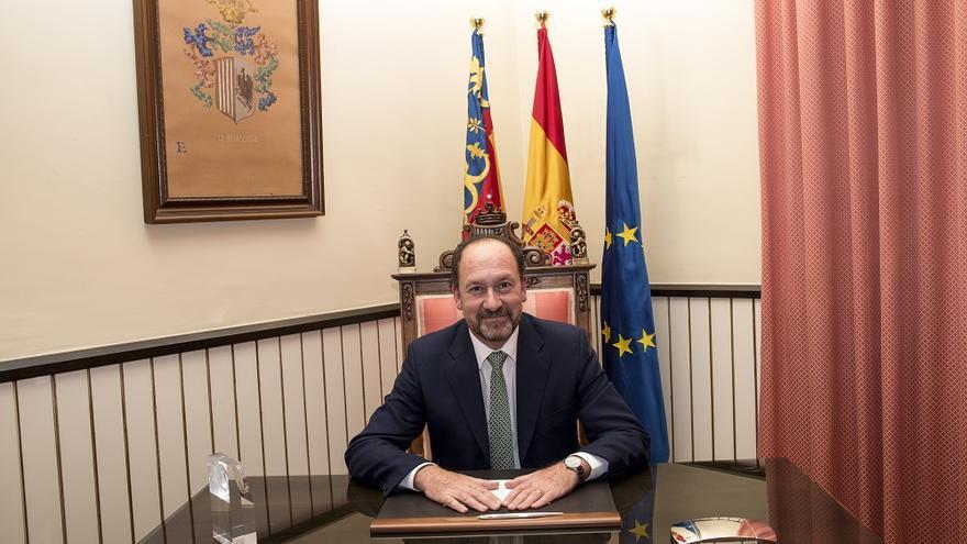 El alcalde de Orihuela por el PP, Emilio Bascuñana.