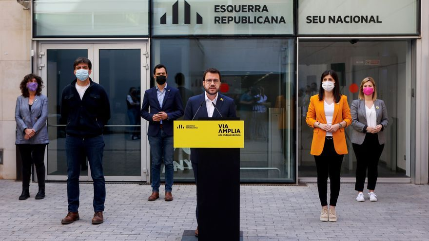 Pere Aragonès, acompañado de una parte de la cúpula de ERC, este sábado. EFE/Quique García