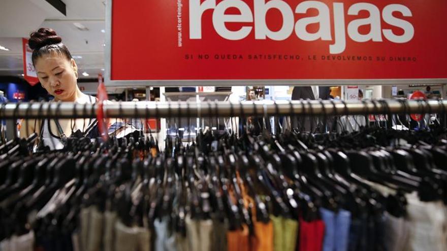 La venta de ropa cae el 2,4 % hasta agosto