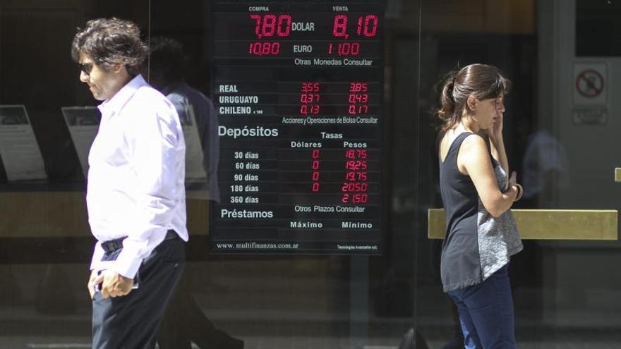 Argentinos solicitaron 72,4 millones de dólares en primer día de autorización