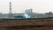 Fotografía de unas instalaciones petrolíferas en el yacimiento de Khurais, a unos 160 km de Riyadh (Arabia Saudí).