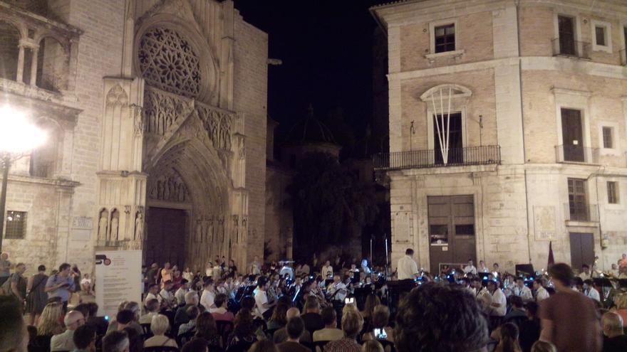 El público asistente a la primera jornada del precertamen internacional de bandas de València