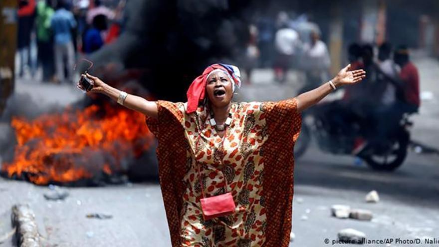Mientras siguen aterrizando los vuelos de la deportación llegados de EEUU, en Haití la violencia de las bandas armadas y del crimen organizado no sabe de treguas.