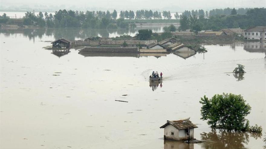 Las inundaciones causadas por un tifón dejan 15 desaparecidos en Corea del Norte