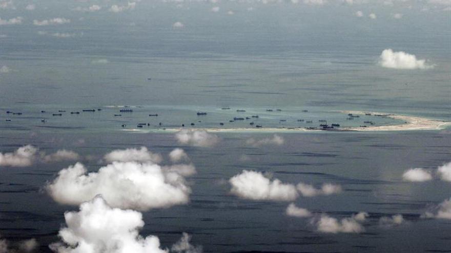 """China """"regulariza"""" vuelos de aviones de combate sobre el mar de China Meridional"""