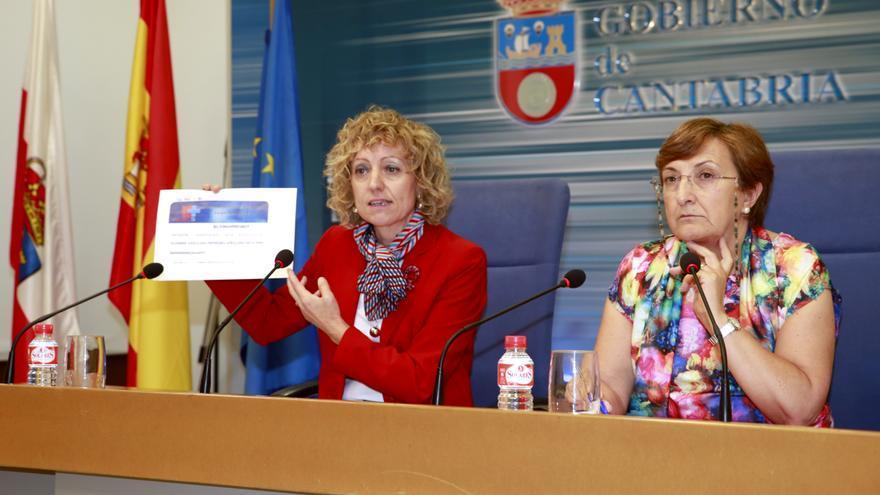 Eva Díaz Tezanos y María Luisa Real durante su intervención en rueda de prensa.   IGNACIO ROMERO