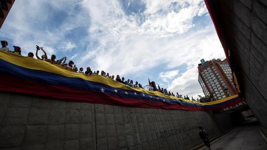 Venezolanos homenajean a los muertos en las protestas contra Maduro