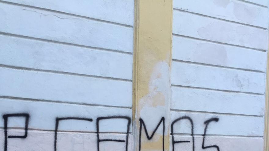 """Ayuntamiento de Jerez denuncia """"pintadas con insultos y amenazas"""" en los domicilios de dos ediles"""