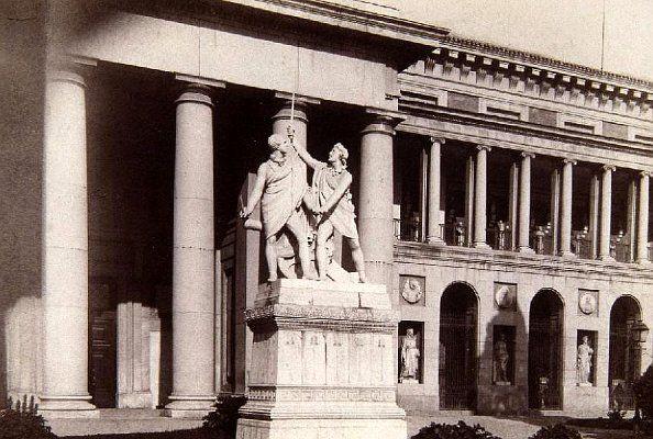 Daoiz y Velarde en 1880, frente al Museo del Prado