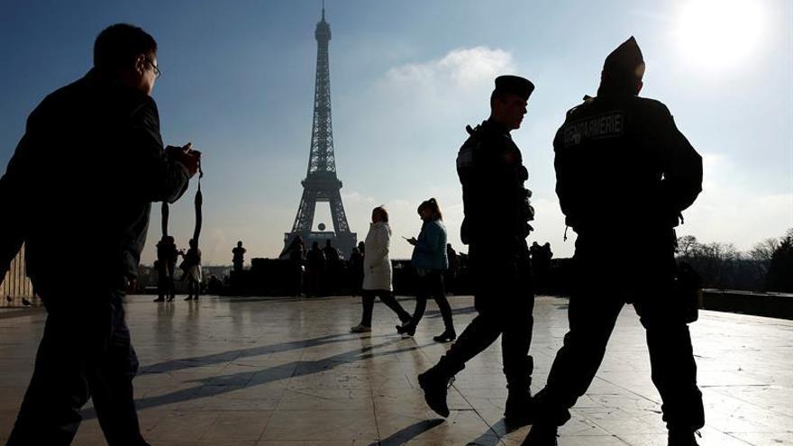 Quinto día de cierre de la Torre Eiffel por la huelga de su personal