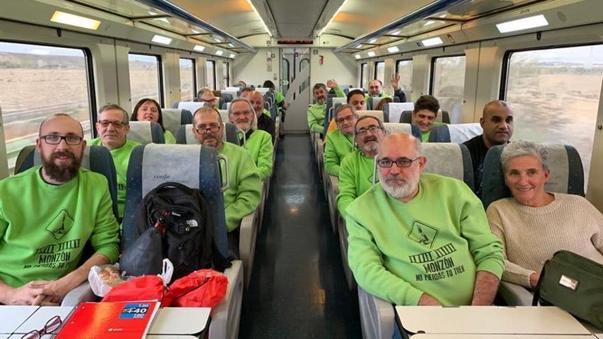 Cambiar Monzón realizó un viaje reivindicativo por el mantenimiento de la venta de billetes de tren en la localidad.