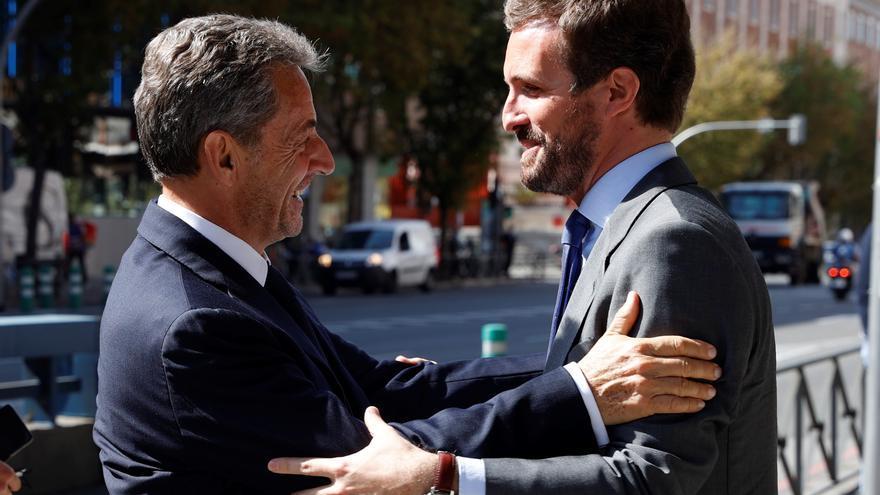 """Sarkozy ensalza a Casado: """"Hace once años supe que un día serás presidente"""""""
