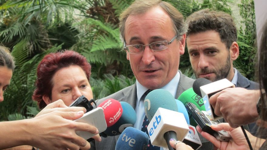 "Alonso (PP) afirma que no le consta que ""ahora mismo"" haya ""previsión alguna"" de que España intervenga en Siria"