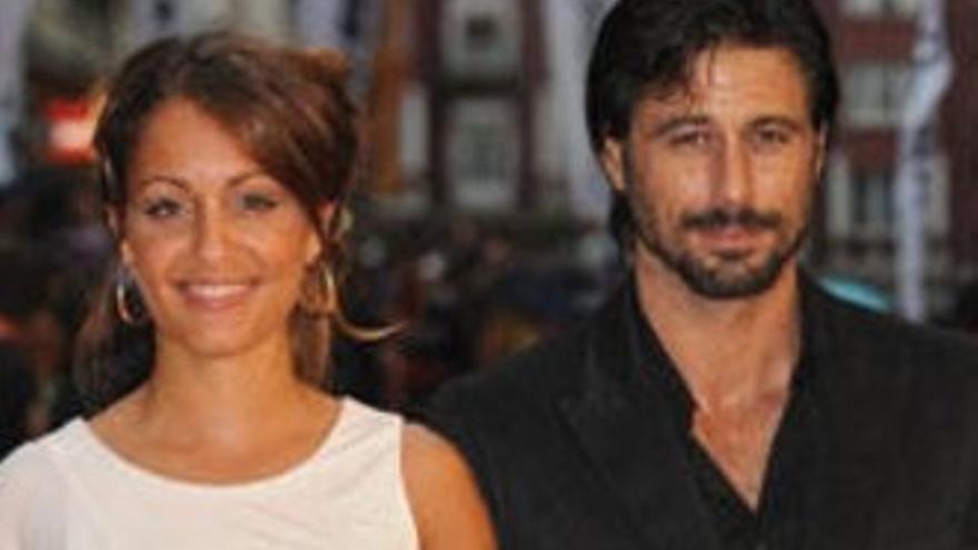 Hiba Abouk recuerda el insulto que le dedicó una fan por salir con Hugo Silva