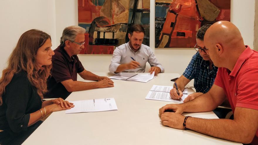 Firma del contrato con la empresa que ejecutará los trabajos.