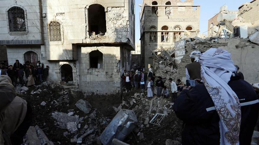 La coalición árabe bombardea la sede del ministerio de Defensa yemení en Saná