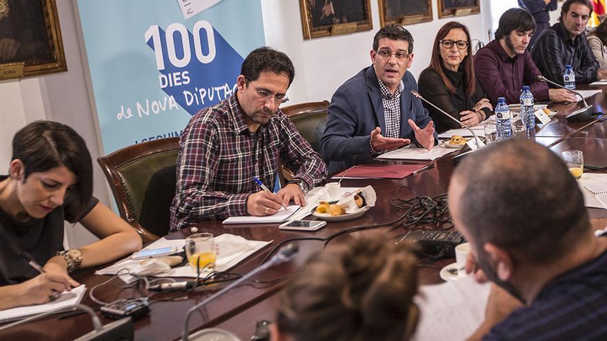 El presidente de la Diputación de Valencia, Jorge Rodríguez, junto a la vicepresidenta, María Josep Amigó, atienden a los medios