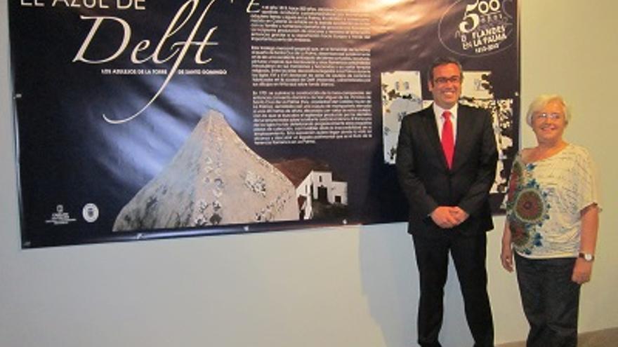 María Victoria Hernández y Sergio Matos en la exposición 'El azul de Delft'.