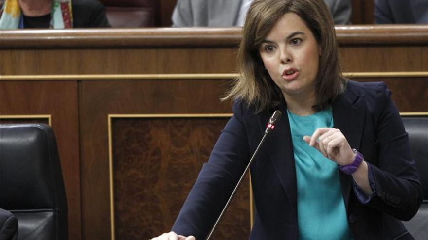 Sáenz de Santamaría exige al PSOE que responda por los cargos detenidos en Extremadura