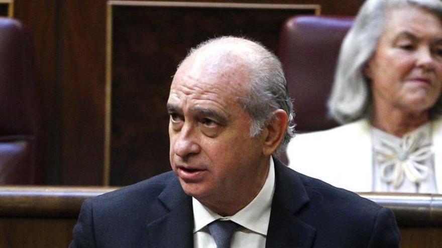 Fernández Díaz defiende la transparencia en el CIE de la Zona Franca