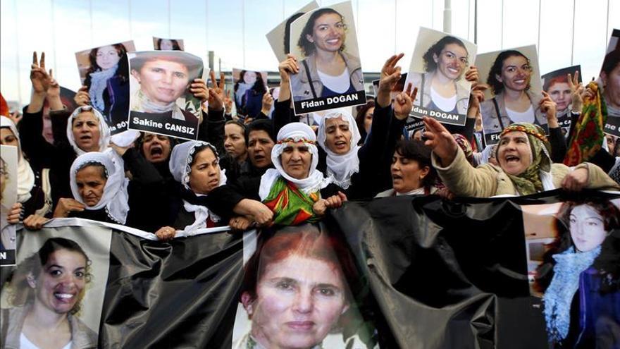 Multitudinarios entierros de las tres activistas kurdas asesinadas en París