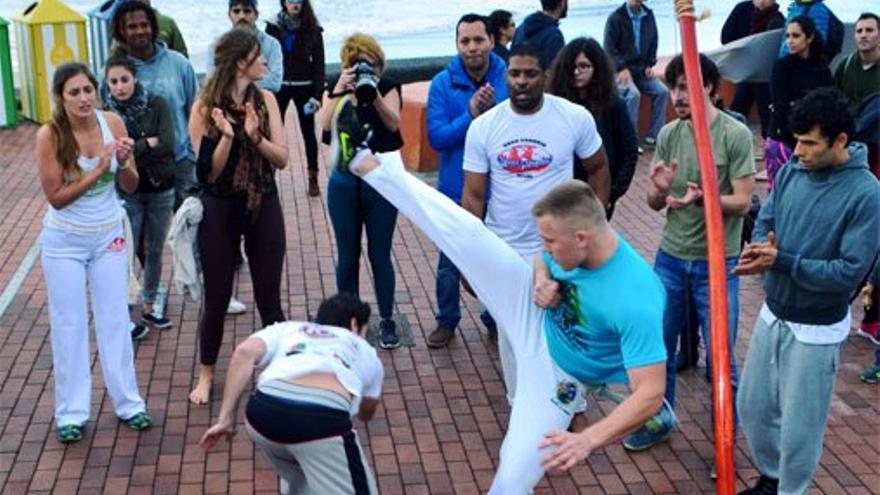 Demostración de capoeira. (Canarias Ahora)