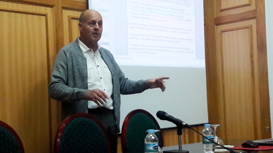 Emilio Cuevas, investigador del cambio climático, este lunes en su charla del Liceo Taoro, en La Orotava