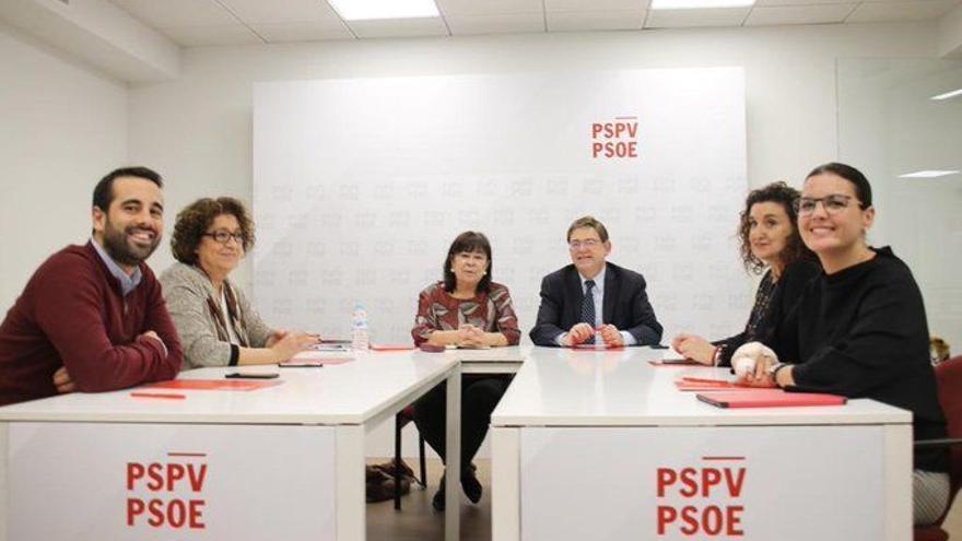 Cristina Narbona con Ximo Puig y los dirigentes socialistas valencianos.