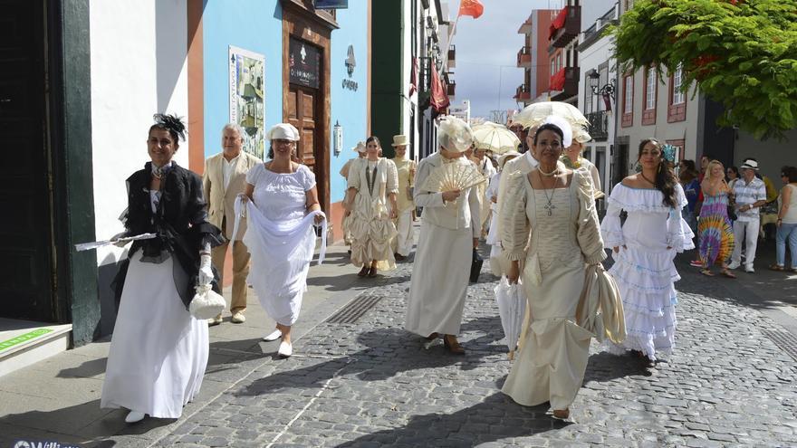 En el marco de la inauguración de la muestra, el pasado domingo, 26 de julio, se efectuó un desfile con los trajes, recorriendo las principales calles de Santa Cruz de La Palma. Foto: William/Tupalma.com.