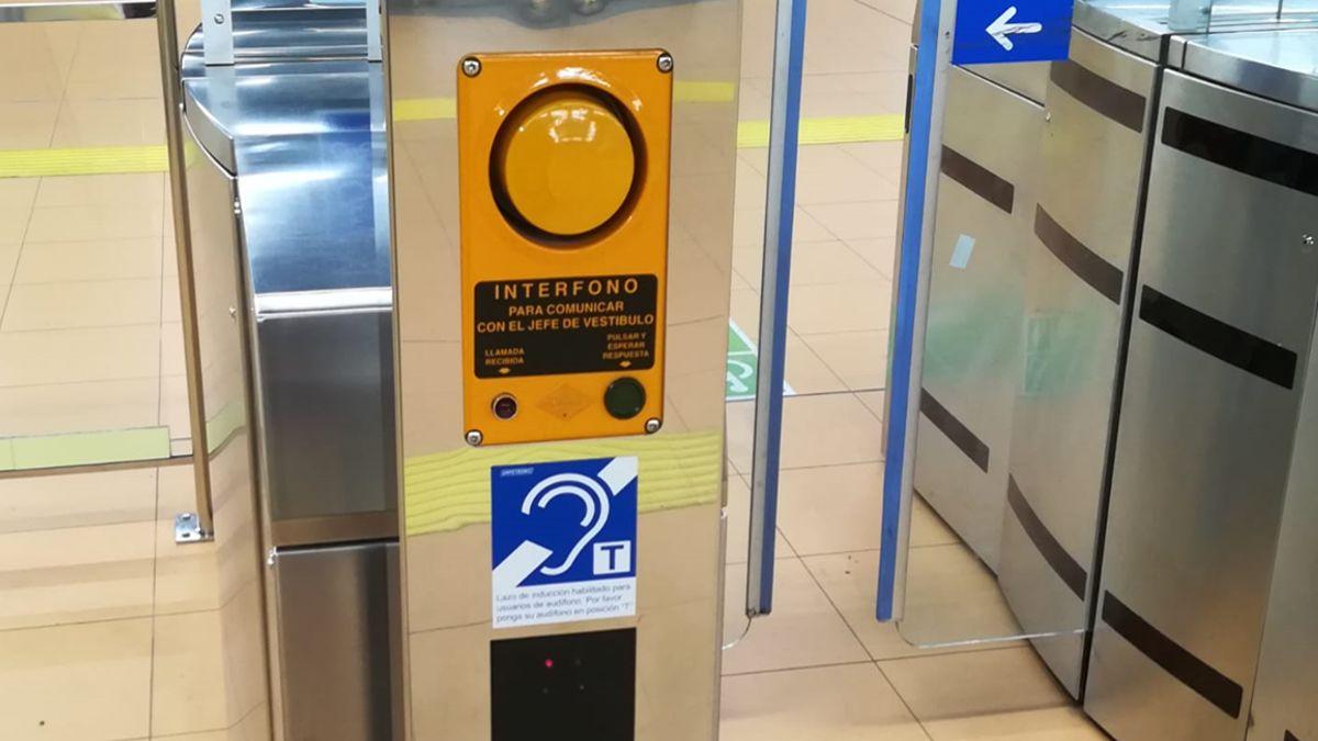 Interfono del Metro de Madrid adaptado para audífonos | METRO DE MADRID