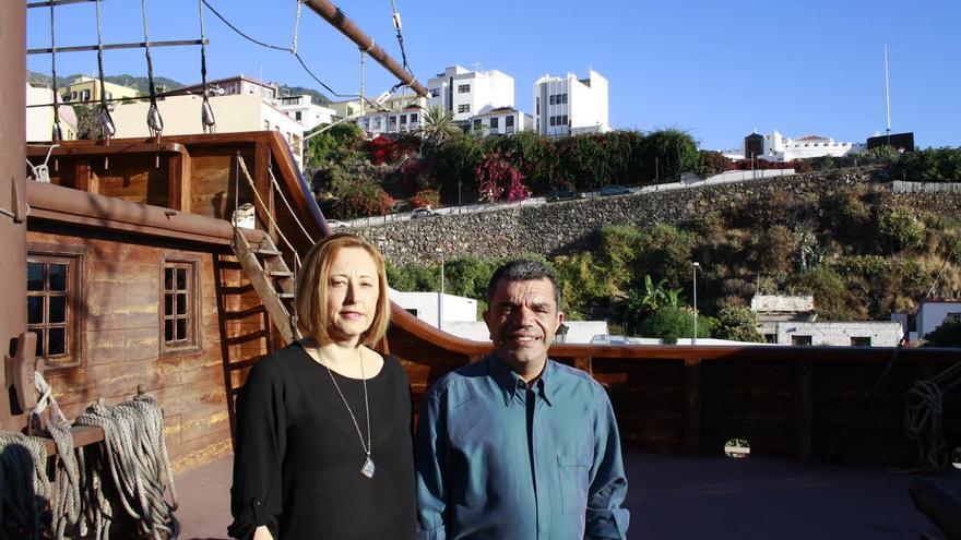 Alicia Hernández y Quique Santacruz, en el barco de la Virgen.