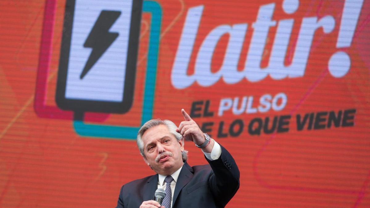 """Alberto Fernández reivindicó el """"protagonismo"""" de los jóvenes y los instó a conservar la """"rebeldía"""" que sirve para lograr cambios profundos en la sociedad"""