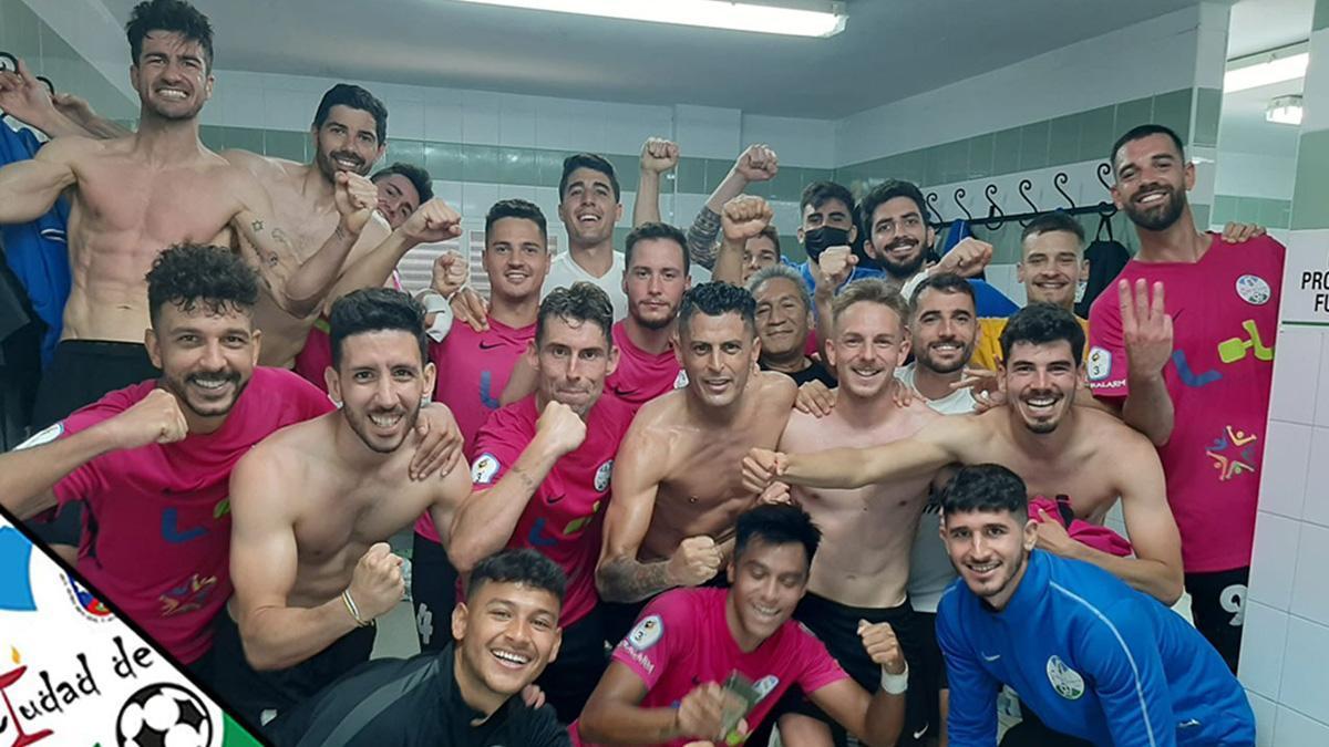 El Ciudad de Lucena celebra su triunfo en Ceuta.