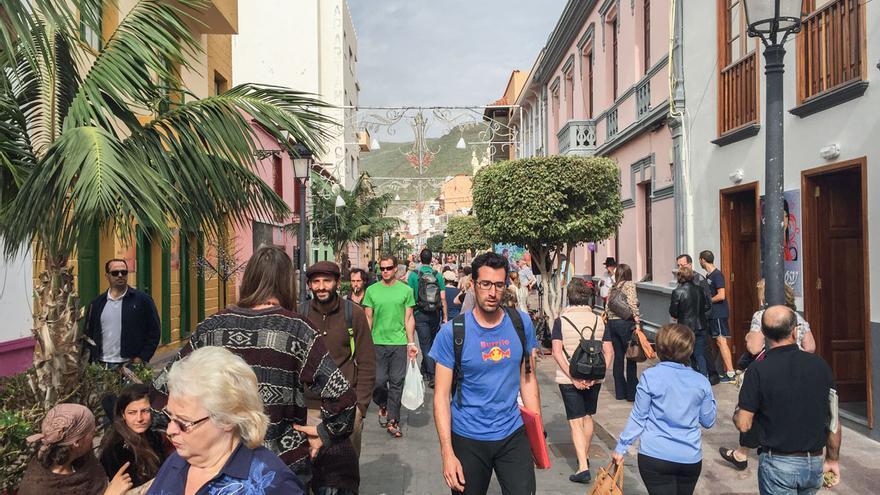 Cruceristas caminando por San Sebastián de La Gomera