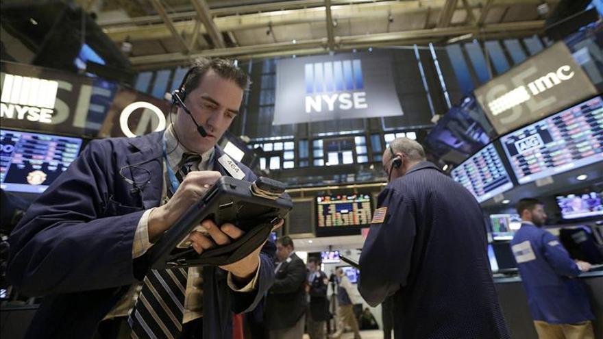 Wall Street abre mixto y el Dow Jones cede 0,30 por ciento