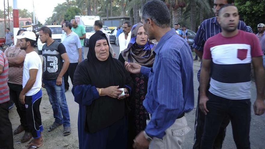 Detienen a cuatro marineros del barco con emigrantes naufragado en Egipto
