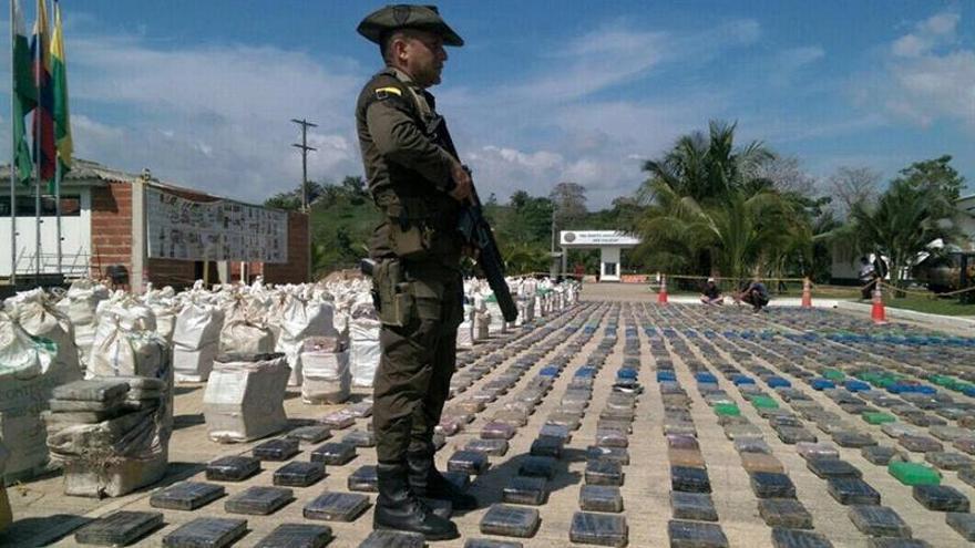 Incautan en Colombia el más grande cargamento de cocaína de la historia