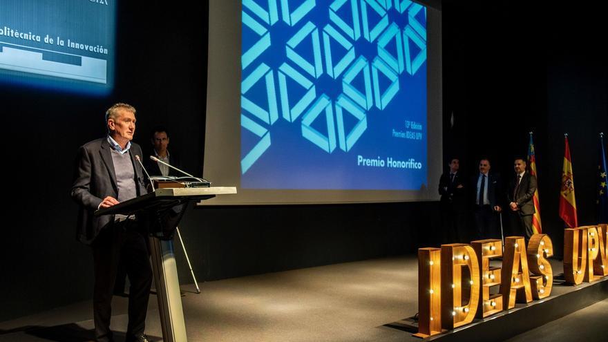 Imagen de la entrega del premio en la UPV