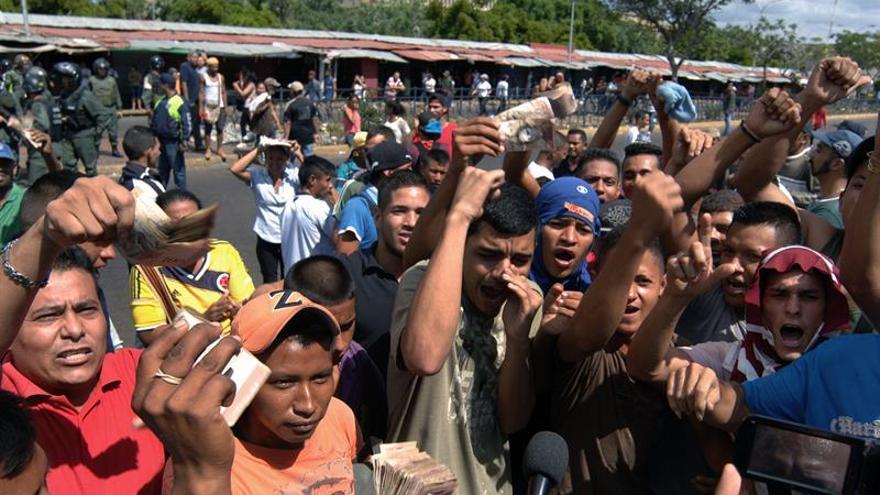 Los comerciantes venezolanos piden la vigencia del billete de 100 hasta que circule el nuevo cono