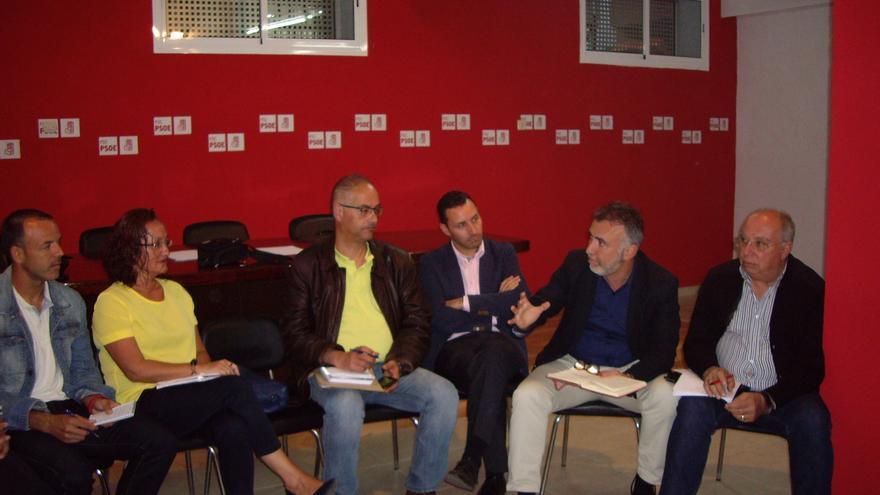 El candidato al Cabildo de Gran Canaria, Ángel Víctor Torres, destaca que el PSOE se presenta a las elecciones con un proyecto dirigido a la mayoría social