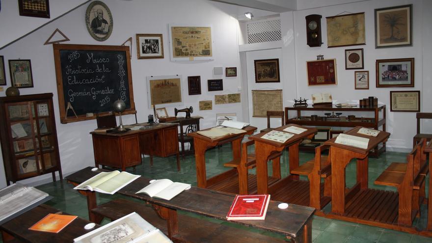 El,Museo de la Educación recrea un aula antigua.