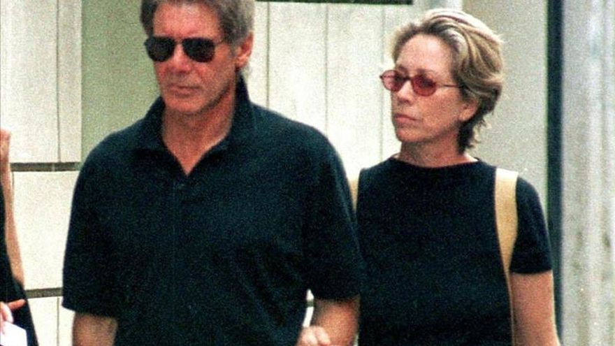 Melissa Mathison junto a Harrison Ford. Foto: EFE