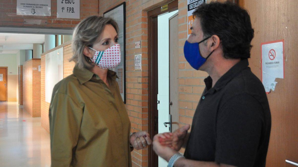 La delegada de Educación de la Junta en Córdoba, Inmaculada Troncoso, en una visita a un centro educativo.