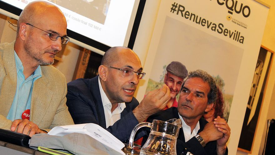 Elpidio Silva, junto al candidato de EQUO en Sevilla, Esteban de Manuel. / J.M.B.