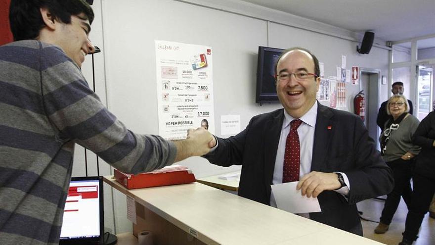 """Iceta vota y pide """"liderazgo sólido"""" para PSC que mantendrá su 'no' a Rajoy"""