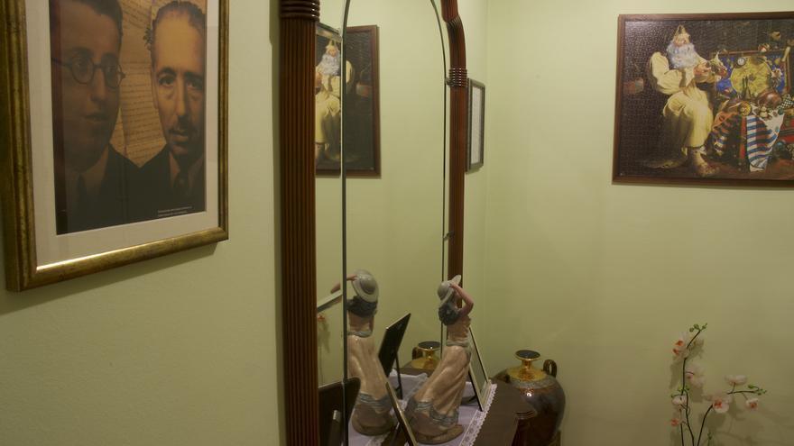 Retrato de Colubí y Companys que preside una de las plantas de la casa.